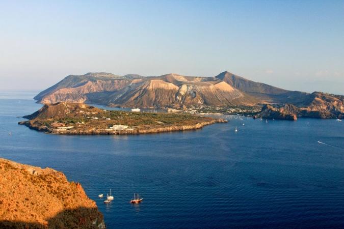 Tour Arcipelago delle Isole Eolie Tour Sicilia - Individuale